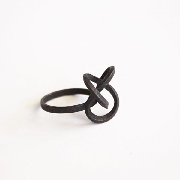 bague torsale metal noir carré